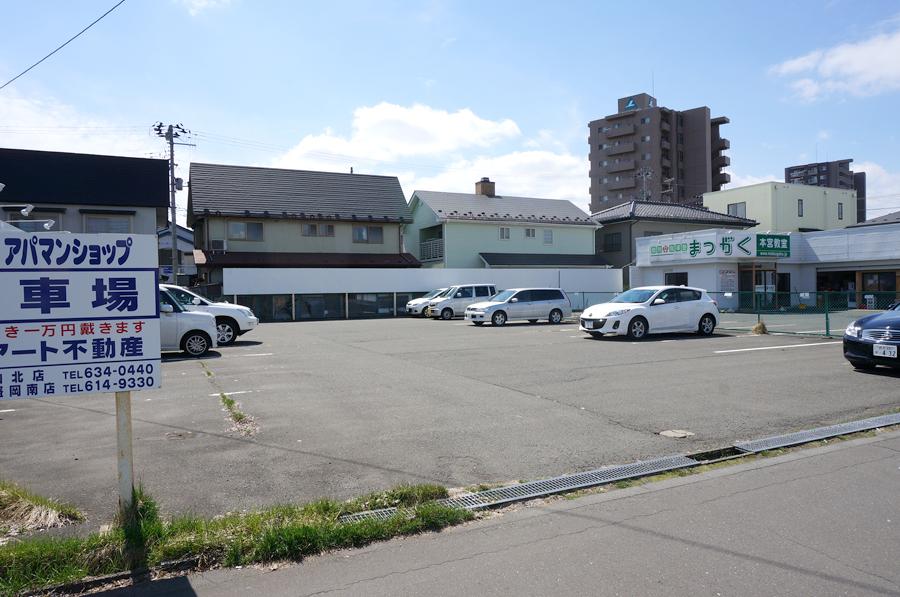 月極駐車場:アスファルト
